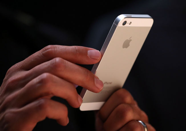 Apple begins iPhone 5 battery replacement program