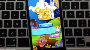 Man injures thumb after playing Candy Crush non-stop