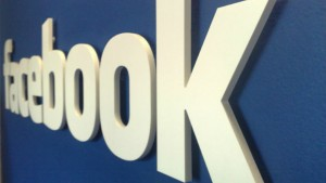 Facebook signs deals with media companies and celebrities to boost Facebook Live
